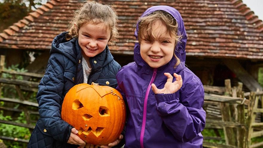 Children with pumpkin