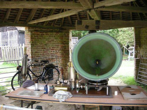 Steam gramophone