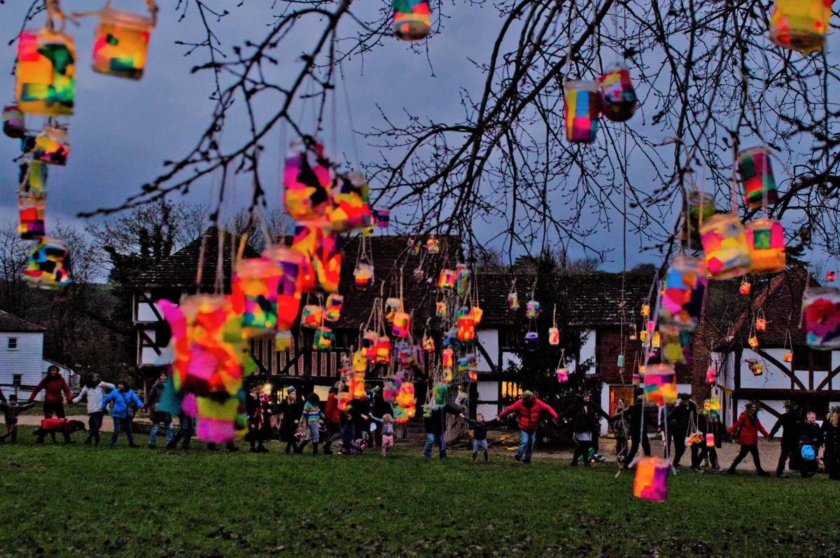 Lanterns at the tree dressing