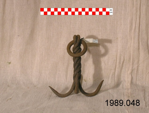 Well fittings grappling hook