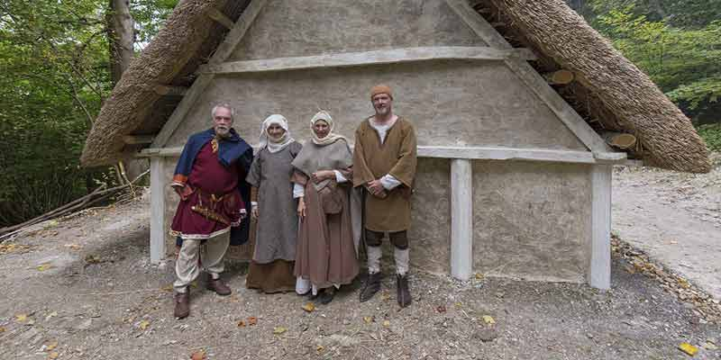 Saxon house construction: opening day volunteers