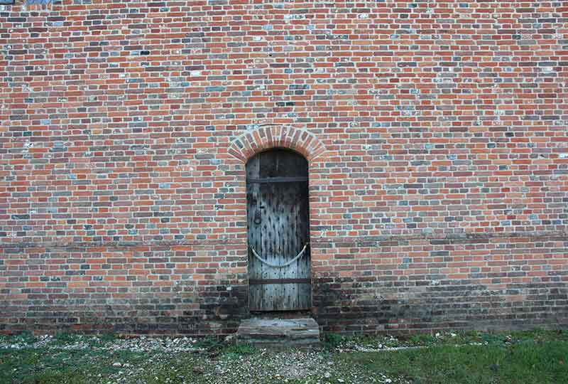 Lavant building wall and door