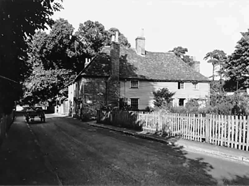 The medieval house on its original site in North Cray, 1928 (photo: Royal Commission on the Historical Monuments of England)